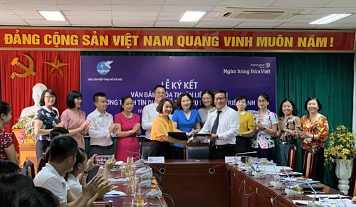 Ngân hàng Bản Việt ký kết hợp tác thỏa thuận với Hội liên hiệp phụ nữ hỗ trợ vốn vay cho hội viên.