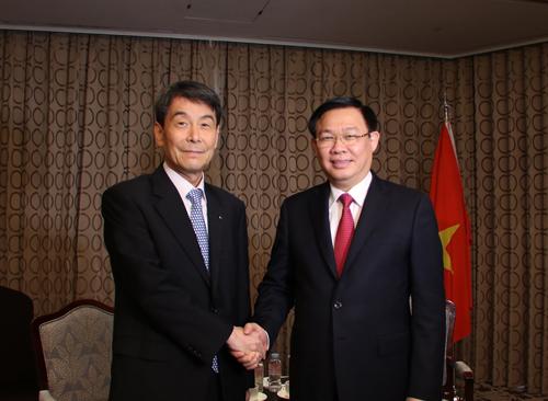 Phó thủ tướng Vương Đình Huệ tiếp lãnh đạo ngân hàng KDB (Hàn Quốc). Ảnh: VGP