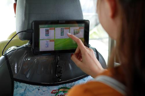 Nestlé hợp tác với hàng taxi truyền thống để bán hàng.