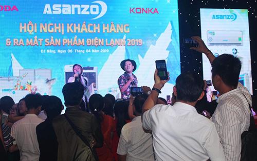 Hội nghị khách hàng tại Đà Nẵng có sự góp mặt của danh hài Trường Giang, mang đến sự gần gũi cho những đại lý tại miền Trung.