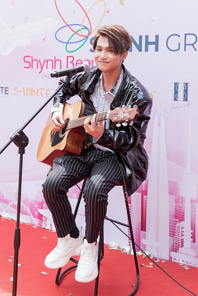 Tại sự kiện, Trọng Tài biểu diễn hàng loạt bài hát được giới trẻ yêu thích như HongKong1, Em dạo này có, Because I love you.