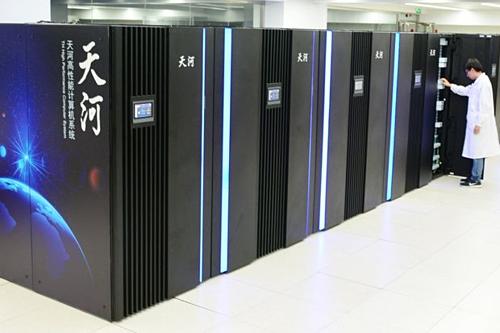 Siêu máy tính được sản xuất tại Trung Quốc. Ảnh: WSJ