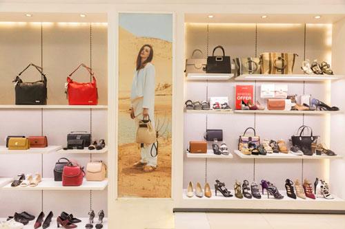 Mẫu mã đa dạng và bắt nhịp thời trang thế giới rất nhanh chóng nên lượng khách hàng từ Vascara đang chiếm thị phần rất lớn