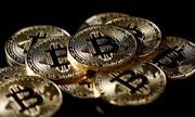 Giá Bitcoin tiếp tục tăng vọt, vượt 11.000 USD