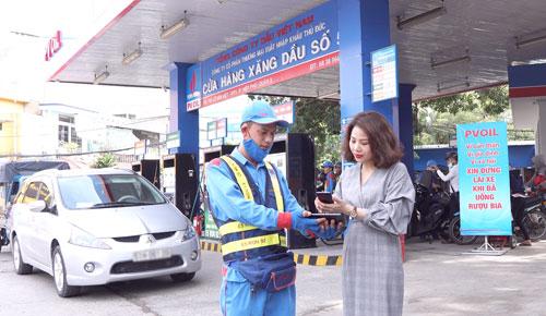 Chương trình PVOIL Easy áp dụng cho khách hàng cá nhân mua xăng dầu tại cây xăng của PVOIL.