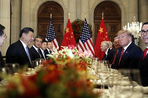 Chủ tịch Trung Quốc Tập Cận Bình và Tổng thống Mỹ Donald Trump trong cuộc gặp tại G20 năm ngoái. Ảnh: AP