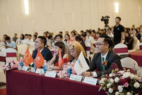 Các đại diện tập đoàn Ecoworld trong sự kiện.