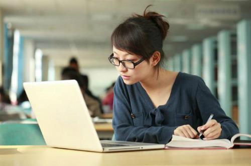 Nhiều lao động Việt chuộng các công việc bán thời gian, cộng tác viên... Ảnh: Netnews