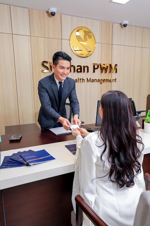 Shinhan PWM đang dần trở thành thương hiệu dịch vụ quản lý tài sản uy tín và đẳng cấp tại thị trường Việt Nam. Shinhan PWM hướng đến phục vụ đặc quyền cho các khách hàng ưu tiên bằng việc cung cấp những giải pháp tài chính hiệu quả và toàn diện, từ quản lý tài sản cá nhân cho đến các dịch vụ ngân hàng thường nhật.