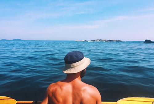Nghỉ hưu sớm và đi du lịch là lựa chọn của nhiều người trẻ trên thế giới. Ảnh: Twenty20