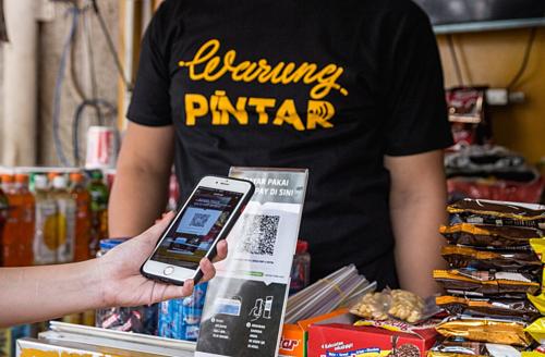 Một cửa hàng hỗ trợ thanh toán bằng mã QR của Go-Pay. Ảnh: Warung Pintar