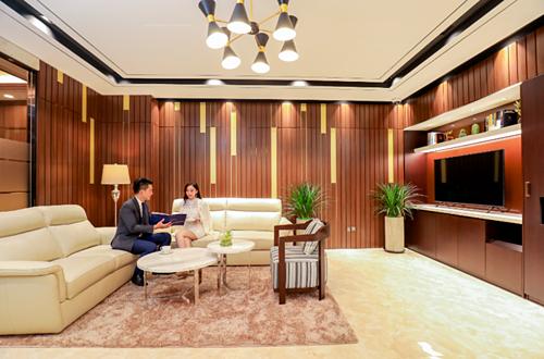 Trung tâm thứ hai nằm ở phòng giao dịch quận 7 (Riverpark Residence, 339 Hà Huy Tập, phường Tân Phong, quận 7). Cả hai trung tâm này đều thiết kế sang trọng, mang lại không gian gặp gỡ lý tưởng cho các khách hàng cao cấp.