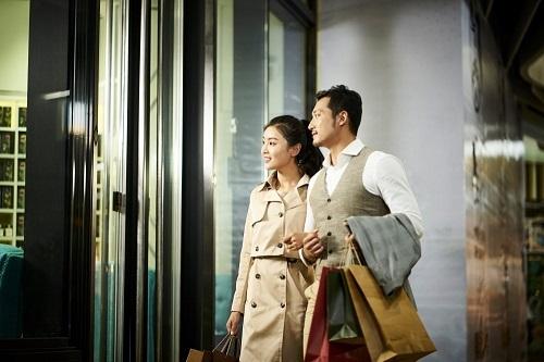 Vay tiêu dùng đáp ứng nhu cầu mua sắm, thụ hưởng cuộc sống của người trẻ hiện đại.