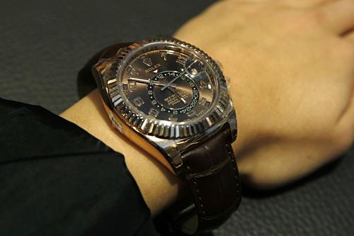Một chiếc đồng hồ đeo tay bằng vàng của Rolex. Ảnh: Bloomberg