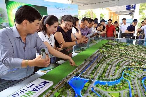 Đông đảo nhà đầu tư tìm hiểu về thị trường second home Bà Rịa Vũng Tàu và dự án NovaWorld Hồ Tràm tại sự kiện Novaland Expo 2019. Ảnh: Hữu Khoa.