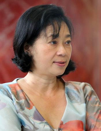 Bà Đặng Thị Hoàng Yến xuất hiện tại kỳ họp thứ 3, Quốc hội khóa XIII. Ảnh: Việt Đông.