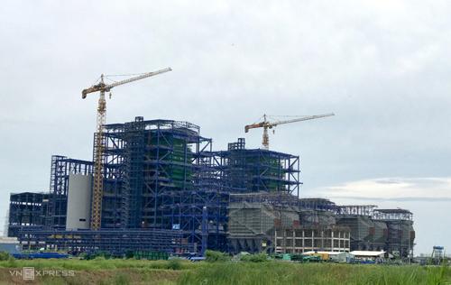 Nhà máy Nhiệt điện Long Phú 1 đang thi công cầm chừng để đưa 1 số hạng mục tới điểm dừng kỹ thuật. Ảnh: Hoài Thu.