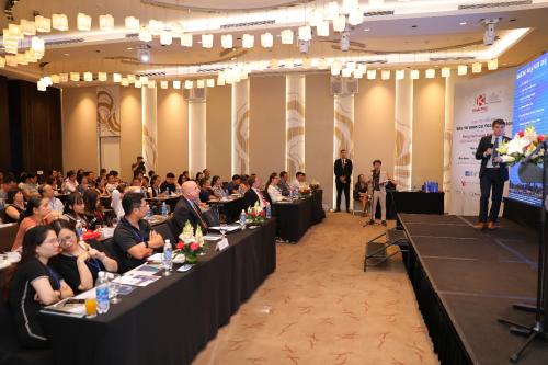 Hội thảo chuyên sâu do các diễn giả từ tập đoàn quốc tế trình bày.