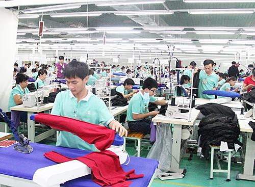 Phong Phú kết hợp với đối tác ngoại để sản xuất hàng trong nước.