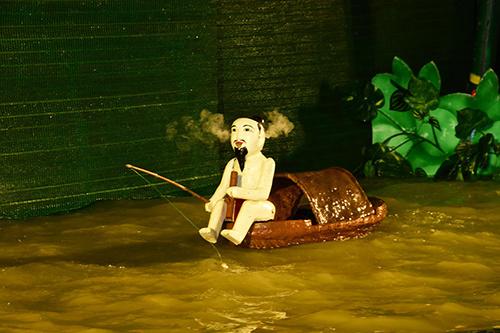 Những nét đẹp văn hóa Việt Nam sẽ được thể hiện qua nhiều màn trình diễn múa rối nước độc đáo tại Vườn Hồng trong khách sạn Rex.
