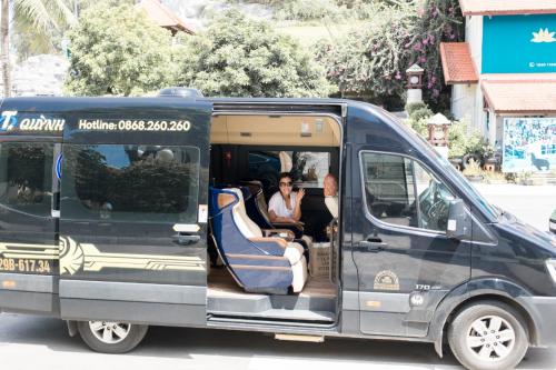 Trong lúc di chuyển, Phương Vy có khoảng thời gian nghỉ ngơi thoải mái với tiện nghi của Skybus Limousine để nhanh chóng lấy lại năng lượng