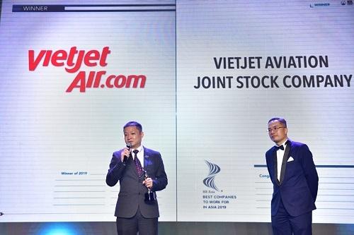 Đại diện Vietjet phát biểu tại lễ trao giải.