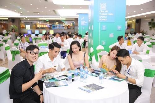 Nhiều gia đình trẻ quan tâm đến tính năng thông minh tại đại đô thị Vinhomes Smart City