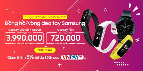 Đồng hồ, vòng đeo tay Samsung đang được bán với giá ưu đãi.