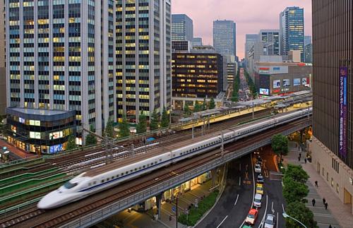 Tàu cao tốc Shinkansencủa Nhật. Ảnh: Reuters.