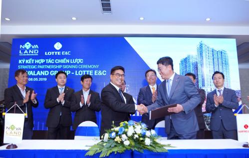 Đại diện Novaland và Lotte E&C ký kết hợp tác chiến lược.