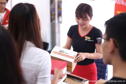 Nhiêu khách hàng đánh giá cao phương thức thanh toán tiền mặt khi đặt mua hàng từ nước ngoài tại FPT Shop.