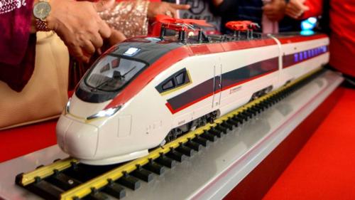 Mô hình tàu hỏa trong lễ ra mắt dự án ECRL năm 2017. Ảnh:Xinhua