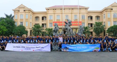 Tập thể Shinhan đã trao tặng hơn 400 xe đạp cho các học sinh nghèo vượt khó ở khắp các tỉnh thành.
