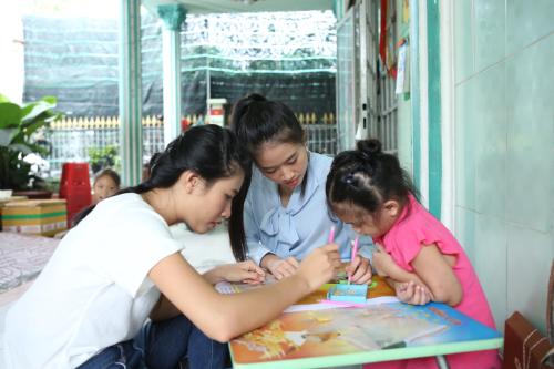 Những khoảnh khắc xúc động nhất trong cuộc gặp gỡ đầy nước mắt của nhân vật trong dự án Gửi đời chút hương sẽ xuất hiện trong tập đầu tiên của chương trình Người đẹp nhân ái - một trong những phần được quan tâmtại Miss World Việt Nam 2019. Chương trình sẽ được phát sóng vào 19h15 trên kênh THVL1 vào các ngày thứ 3, 4, 5 trong tuần, bắt đầu từ ngày 16/7.