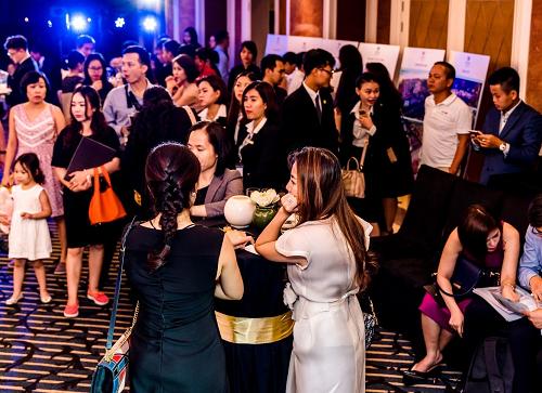 Đông đảo khách tham dự sự kiện mở bán Fusion Resort & Villas Đà Nẵng.