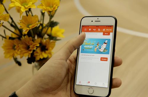 Người dùng có thể làmthủ tục trực tuyến trên ứng dụng Agribank E-Mobile Banking.