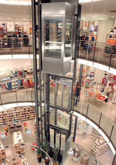 Hệ thống thang máy thủy lực của Kleemann tại một trung tâm thương mại nước ngoài.