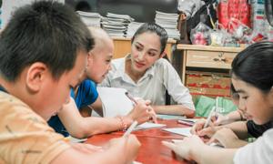 Lớp học đặc biệt trong dự án nhân ái của thí sinh Miss World Vietnam