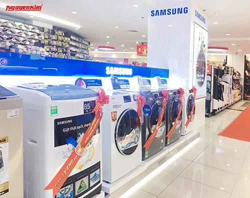 Nguyễn Kim đang phân phối đa dạng sản phẩm Samsung với nhiều ưu đãi lớn.