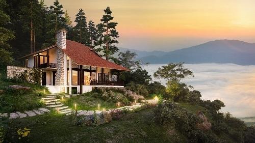 Các căn biệt thự trong khu nghỉ dưỡng có địa thể độc đáo khi tựa núi Hàm Rồng, hướng nhìn ra thung lũng Mường Hoa.