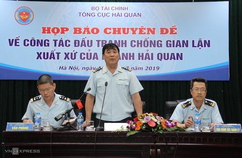 Ông Nguyễn Phi Hùng (giữa) - Cục trưởng Cục Điều tra chống buôn lậu (Tổng cục Hải quan). Ảnh: H.Thu