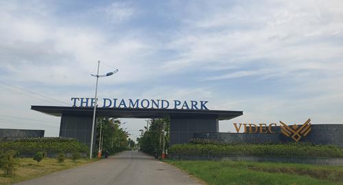 Cổng vào dự án The Diamond Park. Ảnh: Nguyễn Hà