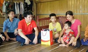 Vietjet đồng hành cùng chương trình 'Thắp sáng những ước mơ' cho trẻ em
