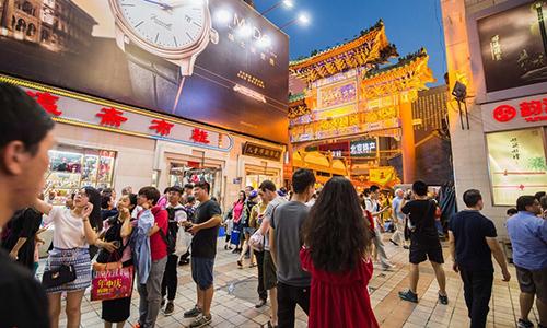 Một khu chợ đêm tại thành phố Bắc Kinh. Ảnh: Chinadaily