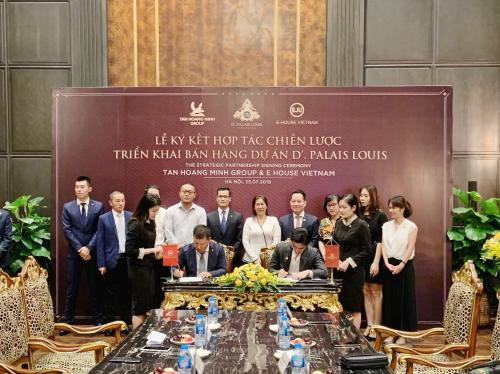 Đại diện Tập đoàn Tân Hoàng Minh và công ty E-House tham gia ký kết hợp tác