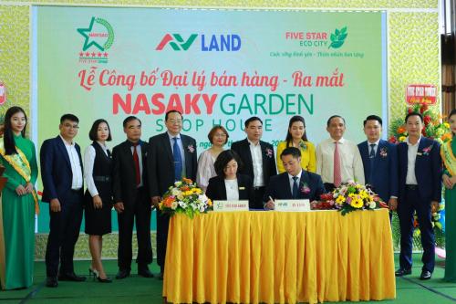 Đại diện AVLand Việt Nam (ngồi bên phải)và Tập đoàn Quốc tế Năm Sao ký kết hợp tác.