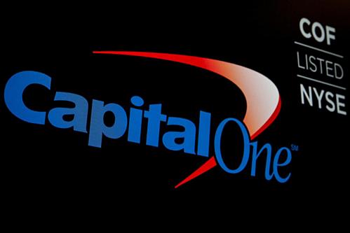 Logo và mã niêm yết của Capital One trên Sàn Chứng khoán New York. Ảnh: Reuters