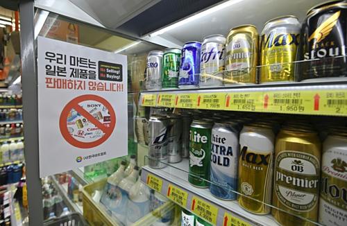 Thương hiệu Nhật Bản bị tẩy chay trong một siêu thị Hàn Quốc. Ảnh: AFP