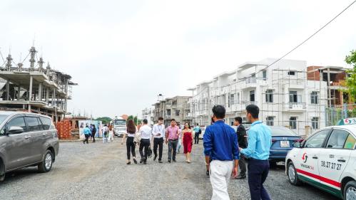 Những khu đô thị bài bản ở Trảng Bom thu hút nhiều khách hàng tham quan và giao dịch.