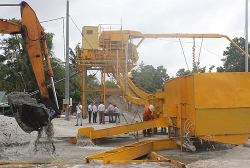 Dây chuyền chế biến cát biển thành cát xây dựng do kỹ sư Võ Tấn Dũng sáng chế.